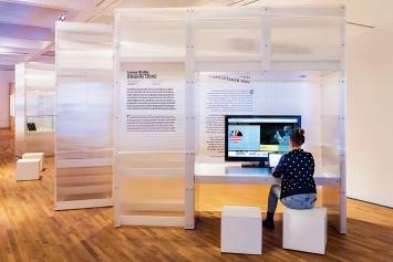 James Bridle · Citizen Ex, 2015, Webprojekt, Ausstellungsansicht Zeppelin Museum.Foto: Markus Tretter