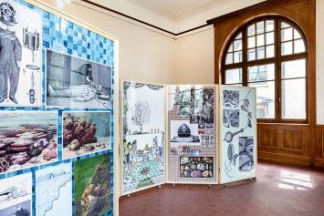 Library of Marvels, 2020, Leporello von Rachel Withers mit Bildern aus Büchern aus der Bibliothek von Roman Signer, Ausstellungsansicht