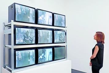Frank Gillette, Ira Schneider · Wipe Cycle, 1969/2017, Rekonstruktion der Videoinstalla-tion, Courtesy ZKM.Foto: ONUK