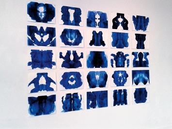 Josef Felix Müller · Körpersymmetrie, 2019, Öl auf Papier, 25 Blätter