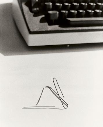 Klaus Peter Schnüttger-Webs · Lebensentwurf, o.J., Draht, 3x2,8x2,5cm, Museum Ludwig, Büro Zi 302, Abt. Skulptur.Foto: Ulrich Tillmann