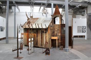 Augustin Rebetez · Chagrin Festival, Detailansicht der Installation, 2019, diverse Materialien