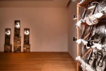 Christian Boltanski · Reliques et monuments, Ausstellungsansichten Musée cantonal des Beaux-Arts, Lausanne, 2021 ©ProLitteris. Foto: Nora Rupp