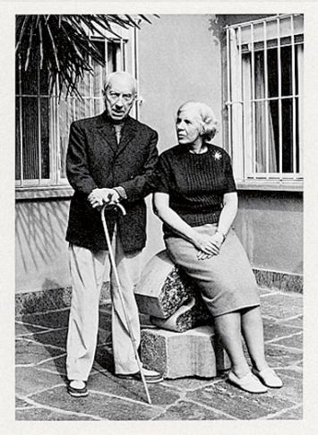 Marguerite u. Hans Arp vor Atelierhaus Ronco dei Fiori, Locarno, Fondazione Marguerite Arp ©ProLitteris.Foto: Liliana Holländer