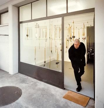 Ruedi Schill im Apropos, 2000, anlässlich der Foto-Installation von Martin Rindlisbacher