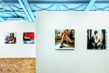 Elena Dorfman · Still Lovers, Ausstellungsansicht Osservatorio Fondazione Prada, 2019.Foto: Mattia Balsamini