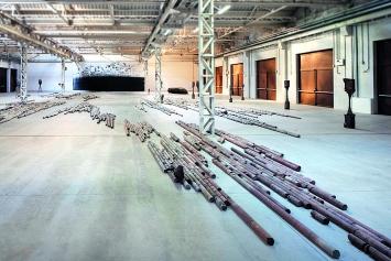 Giorgio Andreotta Calò · Città di Milano, Ausstellungsansicht Pirelli HangarBicocca, Mailand, 2019.Foto: Agostino Osio