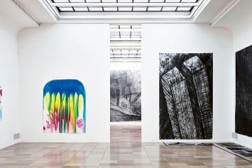 Miriam Cahn · atombombe und W+H worldtrade, 2019, Ausstellungsansicht Haus der Kunst München.Foto: Jens Weber