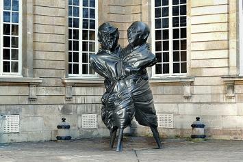Thomas Schütte · United Enemies, 2011, Patinierte Bronze, 406,4x203,2x226,1cm, ©ProLitteris.Foto: Aurélien Mole