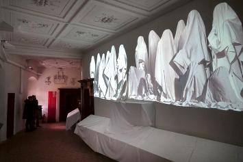 Peter Aerschmann · Ghosts, 2021, Videoinstallation, Schloss Spiez