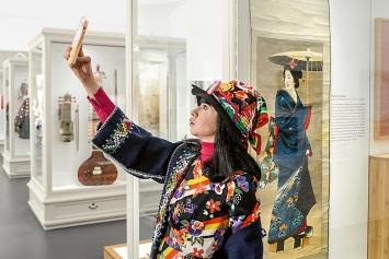 Spiel der Kultur(en)– Asien neu ausgestellt, 2019, Ausstellungsansichten Historisches und Völkerkundemuseum/Stiftung Landhaus Unterrain, Carl und Katharina Liner