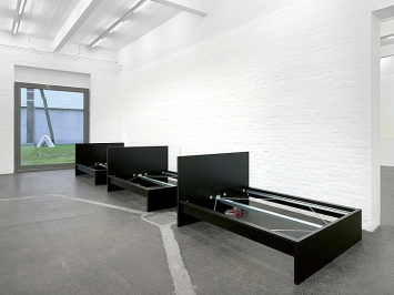Alfredo Aceto und Denis Savary · Ambarabà Ciccì Coccò I–III, 2021; Denis Savary · Le Phare, 2017, Courtesy Galerie Maria Bernheim, Zürich. Foto: Annik Wetter