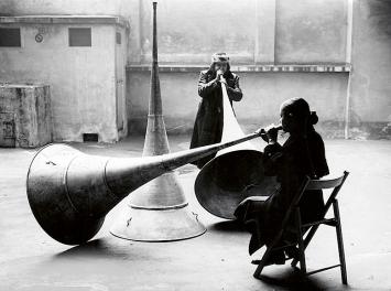 Michelangelo Pistoletto · Le trompe del guidizio, 1968, Fondazione Pistoletto