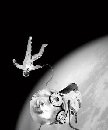 Joan Fontcuberta · Ivan und Kloka während ihres historischen Aussenbordeinsatzes, 1997. Aus Projekt Sputnik: Die Odyssee der Sojus II