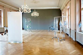 huber.huber · Monolith, 2020 (vorne), Ausstellungsansicht Kunsthaus Zofingen