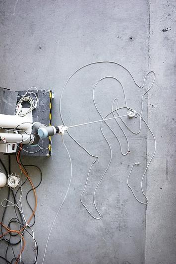 Yves Netzhammer/Gramazio Kohler · Research, ETH Zürich, Ansicht des zeichnenden Roboters nach einem Motiv von Yves Netzhammer, 2019.Foto: Michael Lyrenmann