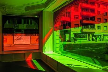 Sara Gassmann · Licht Formen, 2018, LED-Filterfolien, Ortsspezifische Installation, Dock Basel.Foto: Florine Leoni