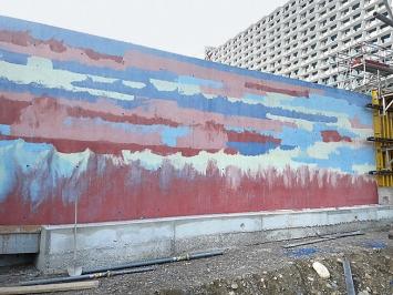 Christoph Haerle · Betonmauer vor dem neuen Bürgerspital Solothurn, 2019, ca. 5mx60cm