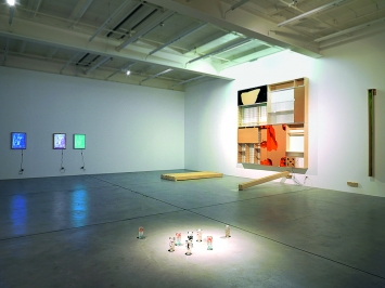 Pope.L · No Thing, 2019, Ausstellungsansicht Galerie Eva Presenhuber, Zürich.Foto: Stefan Altenburger