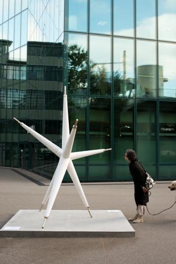 Jorge Macchi,Illumination,2012, Maagplatz, Zürich.(Zement, Metall, 290 × 215 × 220 cm)Courtesy: die Künstlerin und Galerie Peter Kilchmann, Zürich