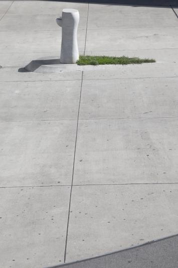 Ilya und Emilia Kabakov, Drinking Fountain, 2003,Brunnen, Carrara Marmor, 154 x 69 x 68 cm, Bahnhofplatz, Alpenstrasse 20, Eigentum Stadt Zug, Schenkung Wasserwerke Zug AG