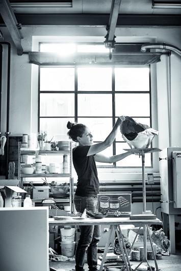 Karin Lehmann, Atelieraufnahme, 2019.Foto: Chris Däppen