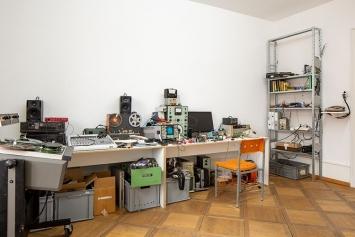 Flo Kaufmann, Ausstellungsansicht, «H.o.Me. – Heim für obsolete Medien», Kunsthaus Langenthal, Foto: Martina Flury Witschi