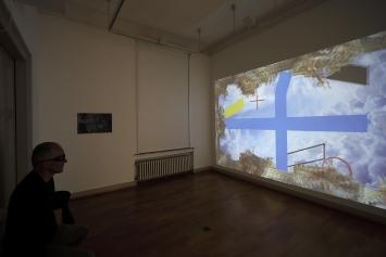 KREUZ UND FLÄCHE ZU RAUM Myriam Thyes, 2017, stereoskopische 3D-Animation, HD Video, 8:05, Loop, Farbe, stereo. Musik: Eva-Maria Houben