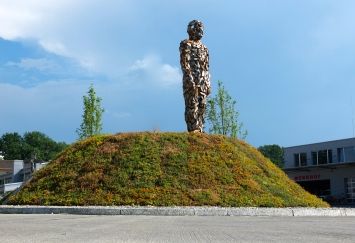 wirSindKestenholzPunkt, Kreiselskulptur Hans Thomann, Kestenholz