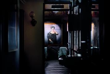 Blick in die Brasserie der Kronenhalle mit Varlin (Willy Guggenheim): Hulda Zumsteg (1967). Foto: Christian Flierl