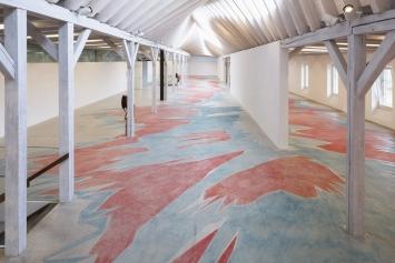 Kunst(Zeug)Haus Rapperswil-Jona. Ausstellung «Karim Noureldin» im lichtdurchfluteten Obergeschoss.