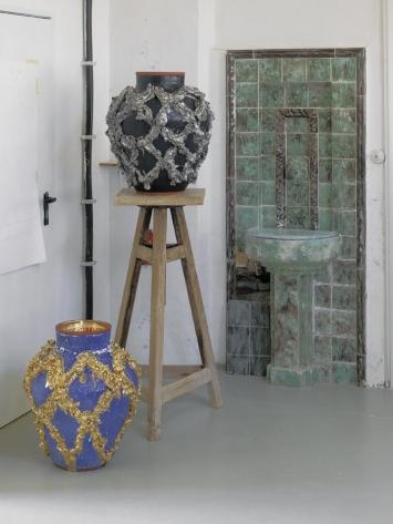 Judy Ledgerwood, Majolika, 2018, Nymphenburg, Porzellanmanufaktur, Werkstattansicht. Foto: Günther König Courtesy: Die Künstlerin und Häusler Contemporary München | Zürich