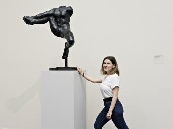 Roberta Spano ist Historikerin.Sie ist verliebt ins Kunsthaus Zürich,interessiert sich für die abnorme Behaarung beim Menschen undist Sammlerin von Schnäuzen.