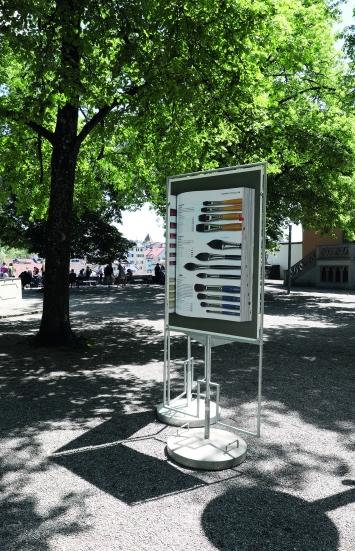 Matthias Gabi,REPRO, 2018/2019, Lindenhof, Zürich.(12 Plakatständer, je 89,5 × 128 cm)© Cédric Eisenring / Kunst im öffentlichen Raum Zürich («Gasträume 2019»)Courtesy: der Künstler und Visarte Zürich