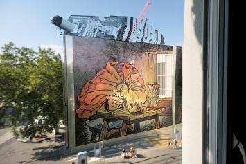 Nic Hess · Wann öffnet die Bank?, 2019, Collage auf Fenster, 26x31,4cm, Courtesy Galerie Ziegler Zürich