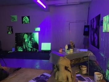 Nina Childress, Atelier, Lumière Noire, 2020