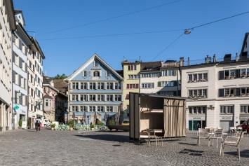 Pawel Althamer, OWOW, 2018, Münsterhof Zürich. Courtesy Stadt Zürich, Kunst im öffentlichen Raum (KiöR). Foto: Peter Baracchi