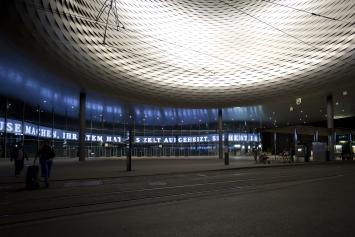 Tomas Eller, Cosmic Strings, Messeplatz Basel, Ausstellungsansicht 2018.Foto: Dirk Wetzel