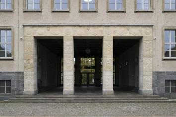 Otto Münch, «Reliefplastiken», 1930, Schulhaus Milchbuck, Fachstelle Kunst und Bau, Amt für Hochbauten, Stadt Zürich, Foto: Pietro Mattioli