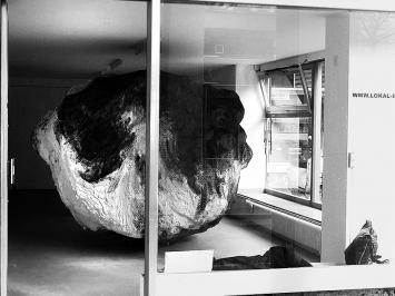 Installation von Pawel Ferus. Foto: Chri Frautschi