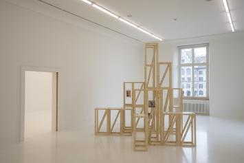Riikka Tauriainen (*1979), A Case of Mistaken Identity, 2015, Holz, Glas und Digitaldrucke