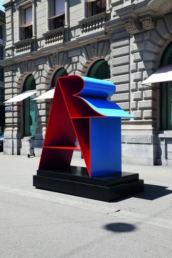 Robert Indiana,ART, 1972–2001, Paradeplatz, Zürich.(Mehrfarbiges Aluminium, 258 × 246 × 126 cm)© Cédric Eisenring / Kunst im öffentlichen Raum Zürich («Gasträume 2019»)Courtesy: Galerie Gmurzynska