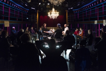 ‹ROUND TABLE UNITED›, Theater Neumarkt, Kunst: Szene Zürich 2018.​ Foto: Dominik Zietlow