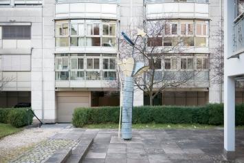 Bruno Scheuermeier, Ohne Titel, 1991 / 92,Installation, Blech und Holz, 600x144x93 cm, Alterssiedlung Bergli, Metallstrasse 12, Eigentum Stadt Zug