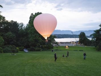 Martina-Sofie Wildberger, RUN-UP, 2018, Performance-Aufnahme, Sculpture Garden, artgenève, Genf, 2018.Foto: Julien Gremaud.