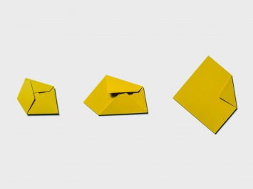 Sébastien de Ganay, Yellow Folded Flat Sequence, multiple unique serie, 2017, ca. 56 x 165 cm aluminum laqued in yellow