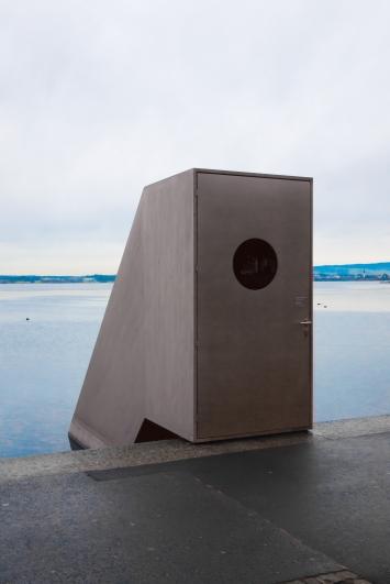 Roman Signer, Seesicht, 2015,Installation, Stahlblech und Glas, Vorstadtquai, Eigentum Kunsthaus Zug