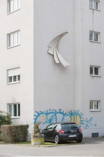 Josef Staub, Ohne Titel, 1997,Plastik, Chromstahl, ca. 300x180x70 cm, Industriestrasse 31, Privateigentum