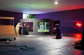 Stefan Tcherepnin, Honky Tonk Calamity >< Ms. Fortune on the Links, Kunsthalle Zürich 2019.Foto: Lucas Ziegler