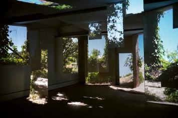 Outpost, 2020, Videoprojektion auf Stoffbahnen (Detail), Ausstellungsansicht Kunsthalle Wil